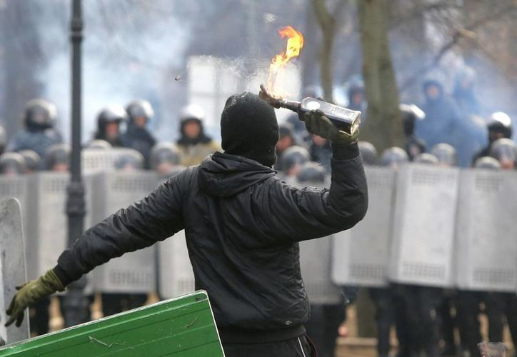 Más de 26 manifestantes fueron detenidos por atentar contra la seguridad y el orden en Kiev en Ucrania. (Agencias)