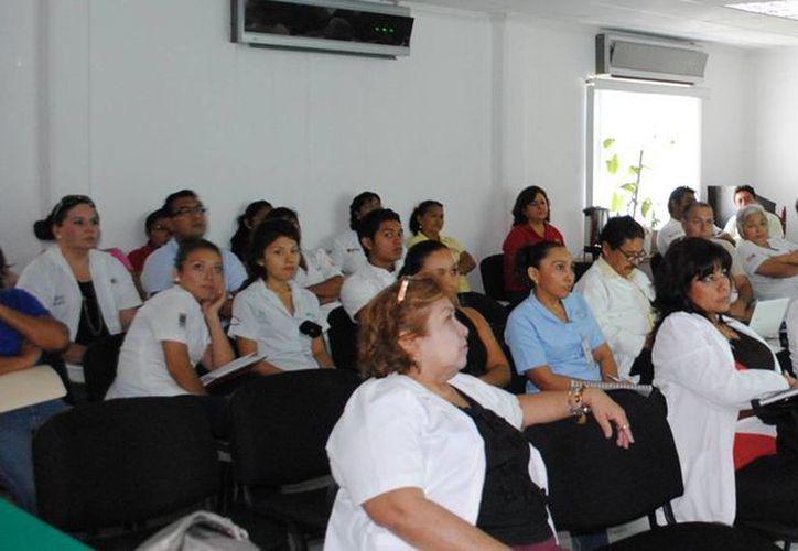 Participaron 20 médicos responsables de los programas operativos de la Jurisdicción Sanitaria Número 2, y de las áreas de servicios de salud. (Redacción/SIPSE)