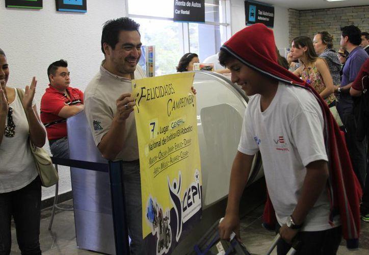 Los participantes fueron recibidos en el Aeropuerto Internacional de Chetumal. (Harold Alcocer/SIPSE)