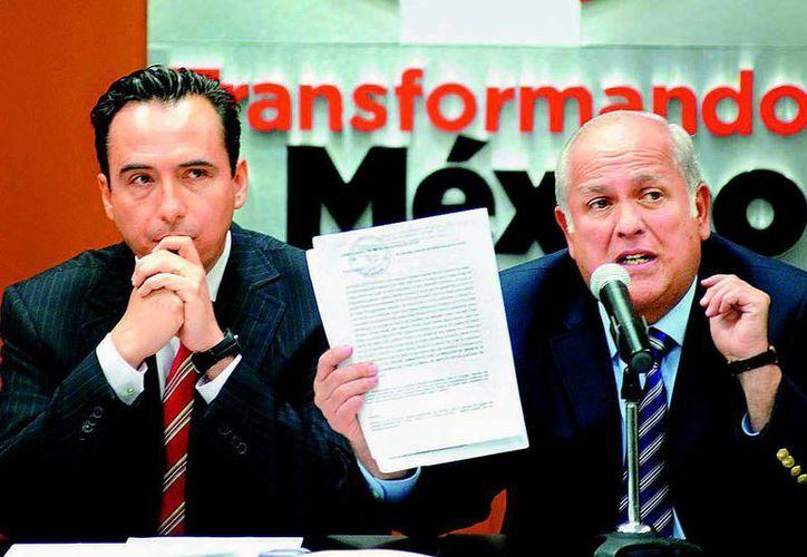 Pablo Fernández y Fernado Moreno, en la conferencia de prensa que ofrecieron en la sede del PRI. (Milenio)
