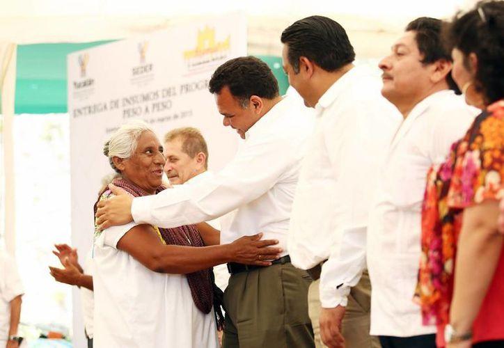 El gobernador Rolando Zapata Bello en una de las actividades que encabezó el jueves. (SIPSE)