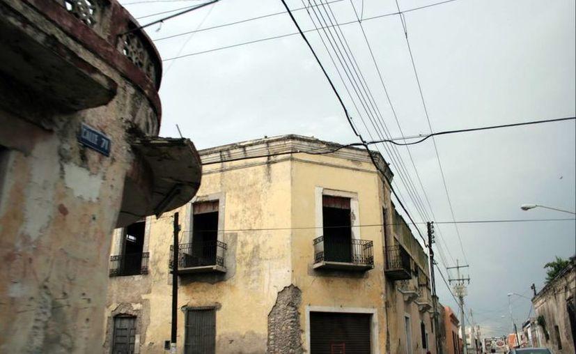 Con las lluvias, muchas casas abandonadas pueden derrumbarse. (SIPSE)