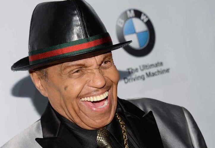 Joe Jackson, el padre de Michael Jackson, sufrió un derrame cerebral justo antes de celebrar sus cumpleaños número 87. Jackson se encuentra hospitalizado y su estado de salud es delicado.(AP)