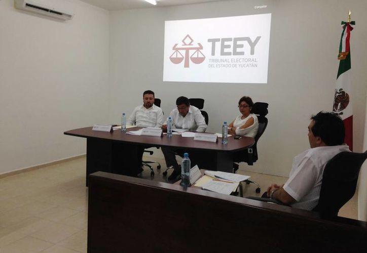 El Tribunal Electoral del Estado de Yucatán (TEEY) confirmó el triunfo del candidato del partido Nueva Alianza a la alcaldía de Progreso, José Isabel Cortés Góngora, y desechó la apelación de Jéssica Saidén Quiroz. (Milenio Novedades)