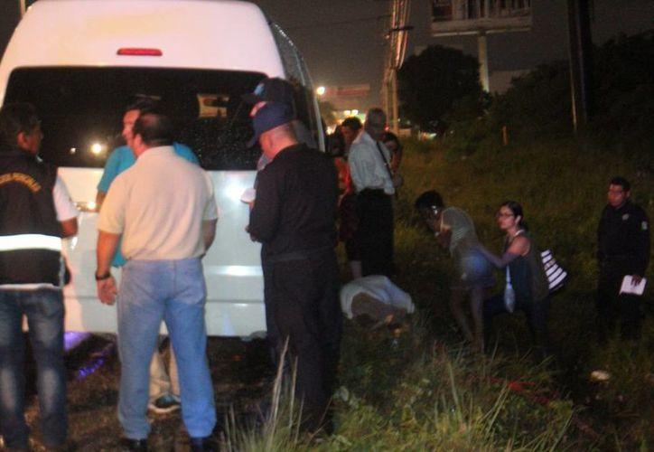 Los pasajeros de la camioneta de turismo fueron testigos de la muerte de uno de ellos. (Redacción/SIPSE)