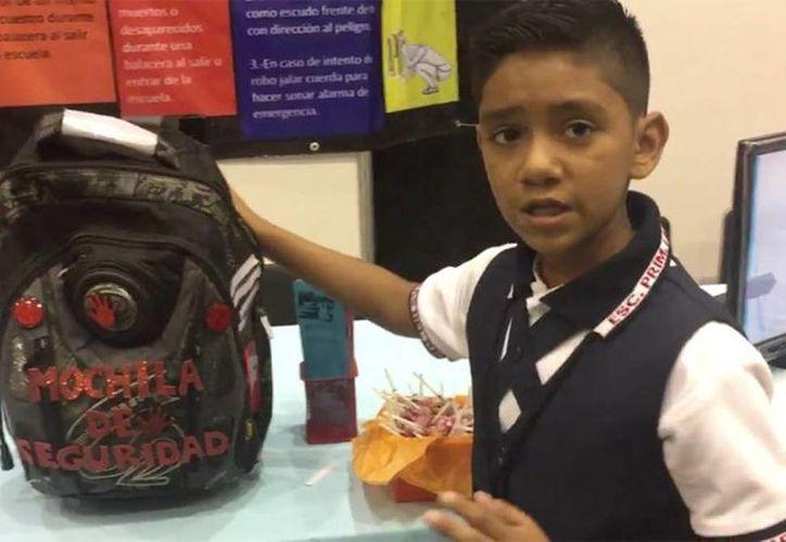 'En mi ciudad las balaceras y los robos son muy frecuentes, lamentablemente, y por eso inventé la mochila de seguridad', dijo el alumno de primaria tras participar en la 'ExpoCiencias Tamaulipas y Certamen de Creatividad e Innovación Tecnológica'. (Captura de pantalla)