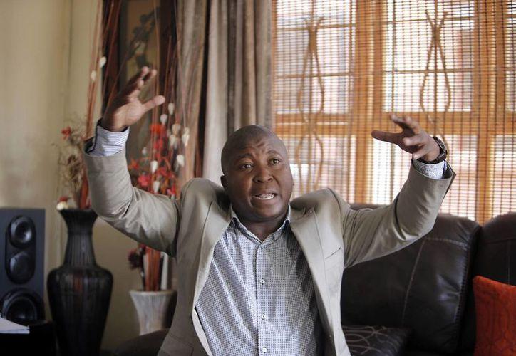 Thamsanqa Jantjie insiste en que hizo una buena interpretación con señas de los discursos de los diversos gobernantes. (Agencias)