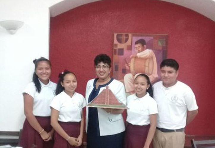 La Olimpiada se llevó a cabo el pasado 5 de junio en el Salón Latinoamericano del Teatro Constituyentes del 74. (Joel Zamora/SIPSE)