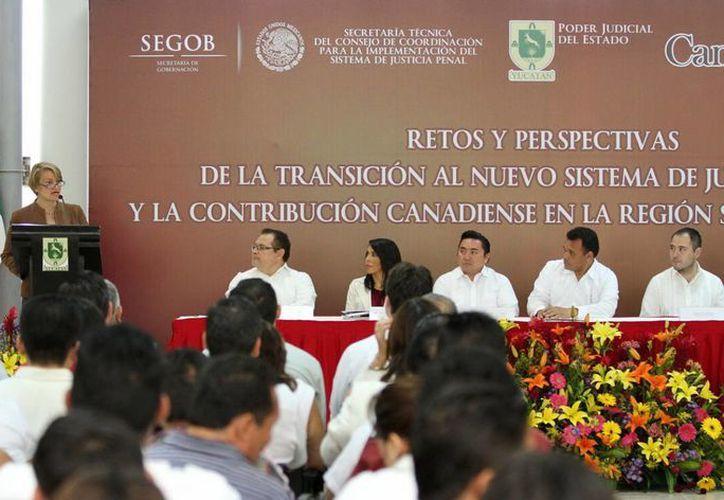 Sara Hradecky, embajadora de Canadá en México, anunció que en abril, se impartirán cursos sobre el Sistema de Justicia Penal a estudiantes de 113 instituciones de educación superior del sureste. (Cortesía)
