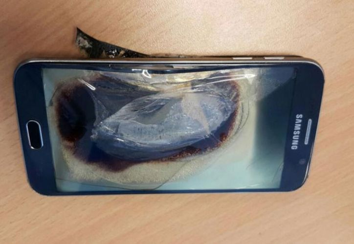 El virus puede destruir el teléfono, sobrecalentándo el aparato y deformando la batería. (Contexto/Internet)