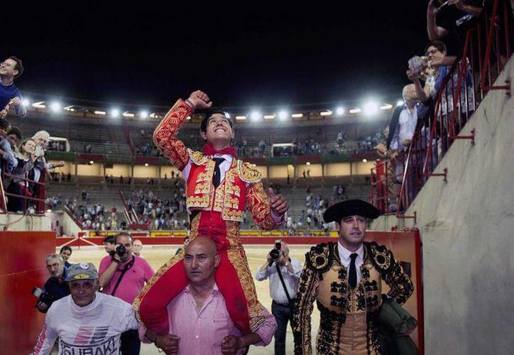 Luis David Adame, hermano menor del torero mexicano Joselito Adame, tuvo una gran tarde en la apertura de la Feria de San Fermín. (EFE)