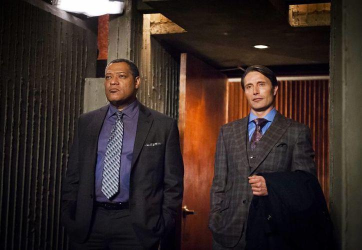 Laurence Fishburne (i) en el papel de Jack Crawford y Mads Mikkelsen como el doctor Hannibal Lecter en el episodio 'Potage' de la serie de televisión 'Hannibal'. (Agencias)