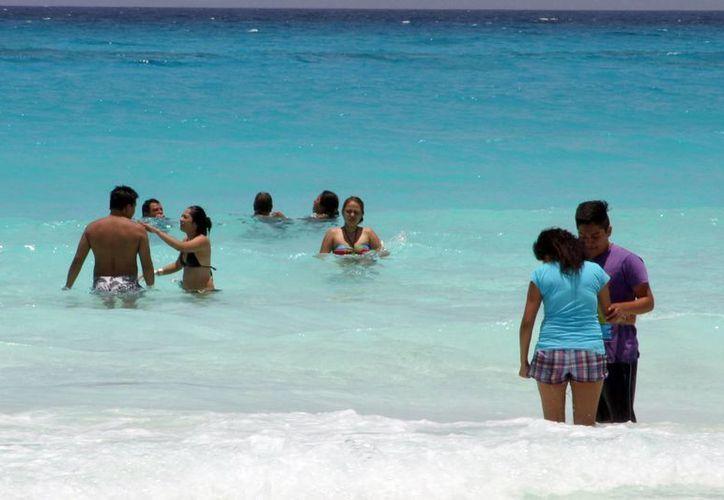 Los jóvenes que recién terminaron sus estudios prefieren este destino turístico. (Sergio Orozco/SIPSE)