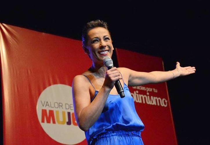 Consuelo Duval exhibe supuesta hipocresía de Lorena de la Garza. (Imagen tomada del Facebook de Consuelo Duval)