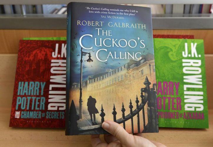 """Imagen de un ejemplar de """"The Cuckoo's calling"""", la novela negra escrita bajo pseudónimo por la celebérrima autora británica de las historias del niño Harry Potter, J.K. Rowling. (Archivo/EFE)"""