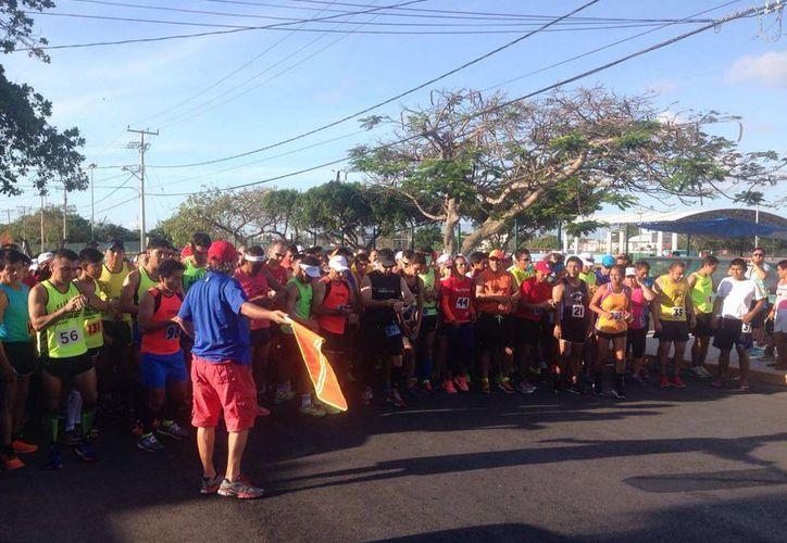 En la carrera participaron más de cien corredores. (Raúl Caballero/SIPSE)