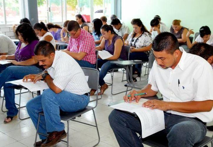 En Yucatán fueron convocados dos mil 394 maestros de educación básica y 424 de educación superior para presentar la evaluación docente. (Archivo/SIPSE)
