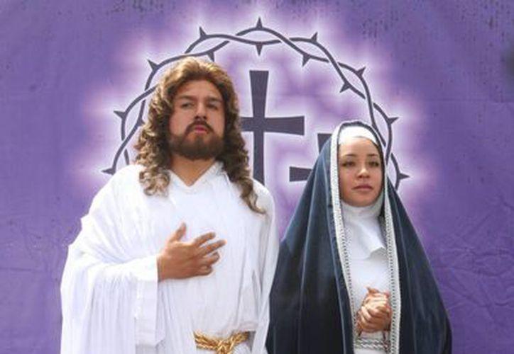 Daniel Agonizantes y Adama Fay Velázquez, representarán a Jesús y a la Virgen María en la 172 edición de la Pasión de Cristo. (Notimex)