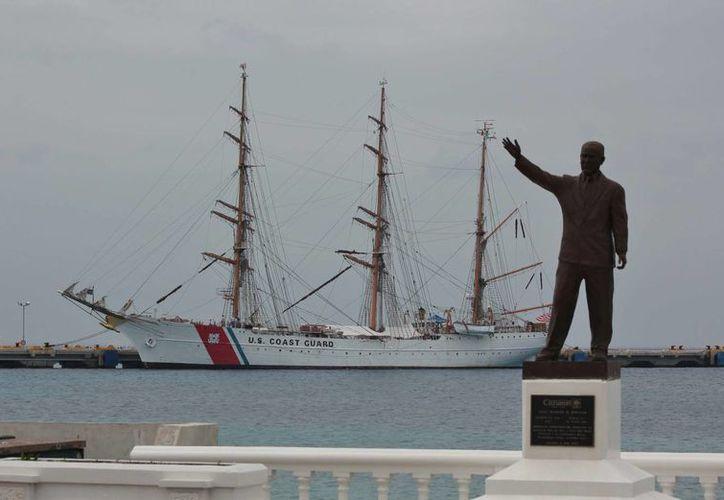 La vista del velero es posible en el muelle de Punta Langosta, en estas fechas simbólicas de la Segunda Guerra Mundial. (Gustavo Villegas/SIPSE)