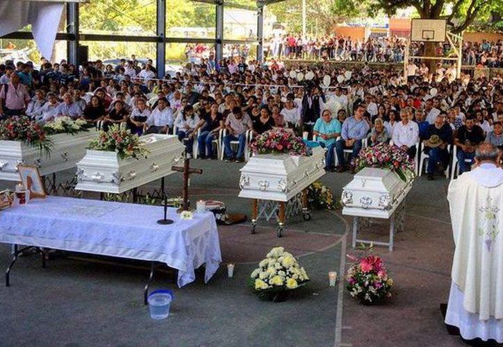 Imagen de la misa del funeral de los cuatro jóvenes que fueron asesinados en Yautepec, Morelos. (twitter/@_HomoPoliticus)