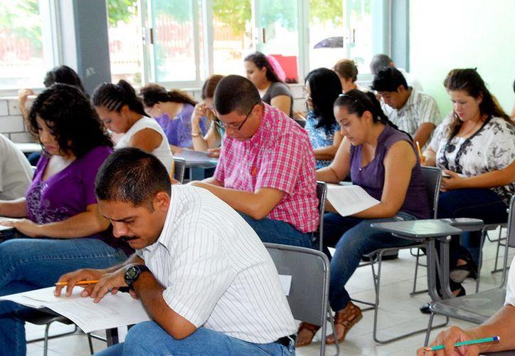 Los maestros interesados también deberán aprobar un examen. (Foto: Milenio Novedades)