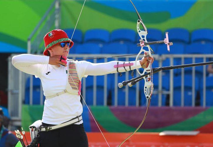 Cae Aída Román 6-4 ante Alexandra Mirca, de Moldavia, y queda eliminada de los Juegos olímpicos. (Notimex)