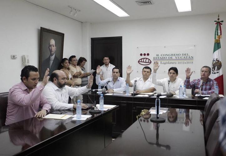 En una sesión rápida, la Comisión de Puntos Constitucionales y Gobernación del Congreso de Yucatán aprobó la Reforma Energética. (Cortesía)