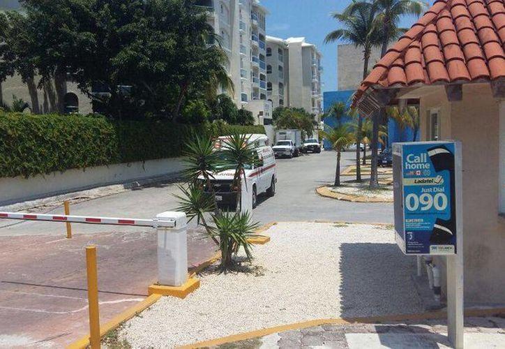 Una mujer, tripulante del barco, resultó con quemaduras en el 60% de su cuerpo; fue trasladada al Hospital Galenia de Cancún. (Redacción/SIPSE)