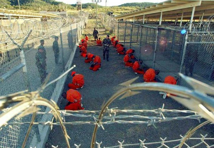 De los 116 detenidos en la base naval estadounidense en territorio cubano, 52 han recibido el visto bueno para ser liberados condicionalmente. (Archivo/AP)