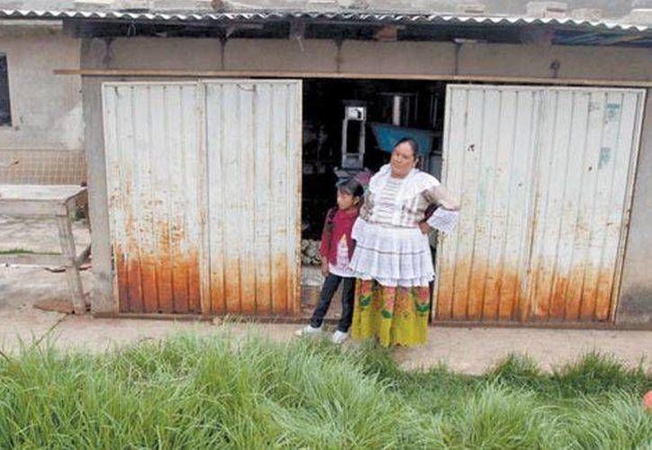 Una de las vecinas de la comunidad del municipio de Donato Guerra que resultó afectada. (Jorge Carballo/Milenio)
