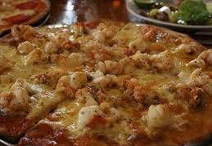 La pizza de langosta, es uno de los platillos emblemáticos de la cocina de Holbox. (Contexto/Internet)