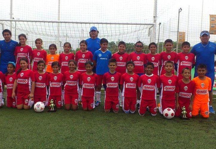 Los equipos se proclamaron campeones regionales. (Ángel Mazariego/SIPSE)