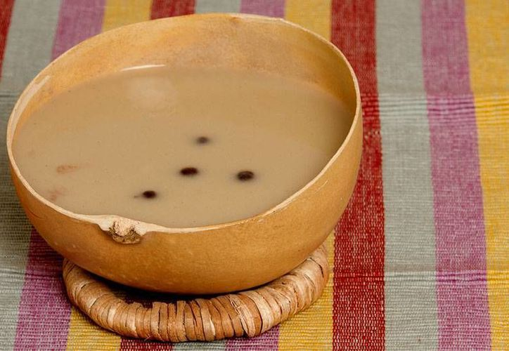 La tuba, mezcla de coco con alcohol o el chilate, donde se muele el cacao con arroz y canela son dos bebidas refrescantes típicas de Guerrero. (Redacción/SIPSE)