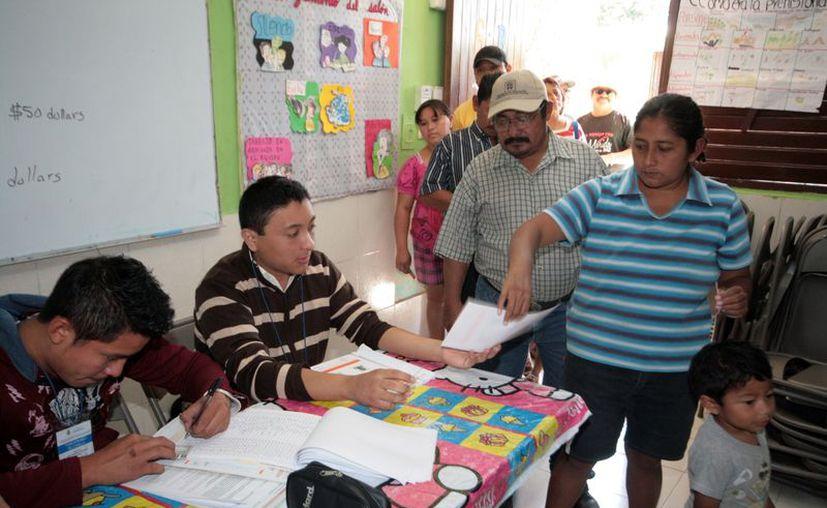 Las votaciones para elegir comisarios transcurrieron sin contratiempos en la mayoría de las casillas. (Antonio Sanchez/SIPSE)