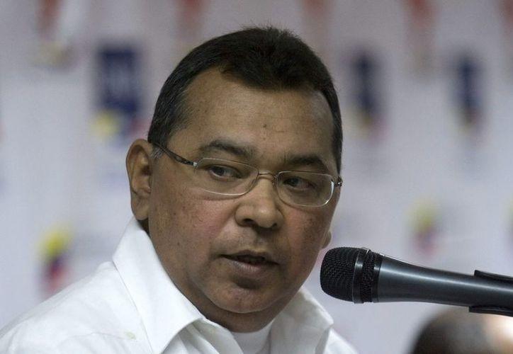 El ministro del Interior de Venezuela,  Néstor Reverol (imagen), dijo que dos aeronaves y varios navíos buscaban a la avioneta desaparecida (EFE/Archivo)