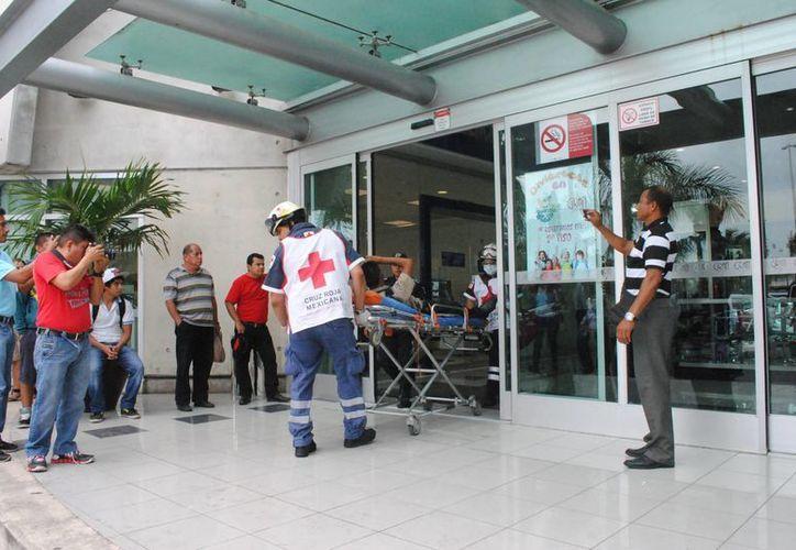 """En el asalto de la joyería """"Nueve Lunas"""", resultaron lesionados dos agentes de seguridad privada. (Redacción/SIPSE)"""