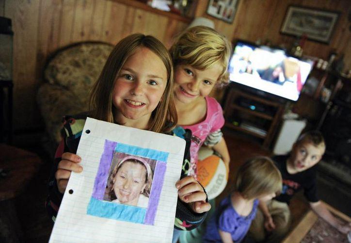 Familiares de Amanda Berry la esperaban en casa tras una década de ausencia. (Agencias)