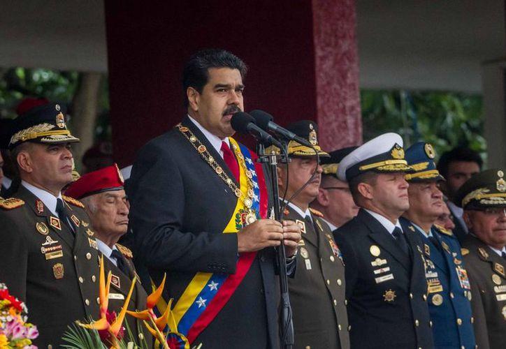 Ahora son más lejanas las posibilidades de que un referéndum aparte a Nicolás Maduro del poder en Venezuela, ya que la autoridad electoral suspendió la recoja de firmas. (EFE)