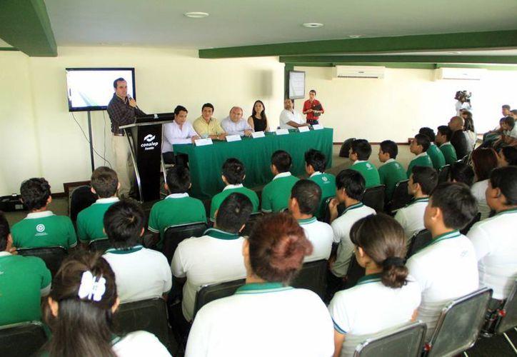 Autoridades educativas informan que 40 aspirantes presentaron examen para la carrera. (SIPSE)
