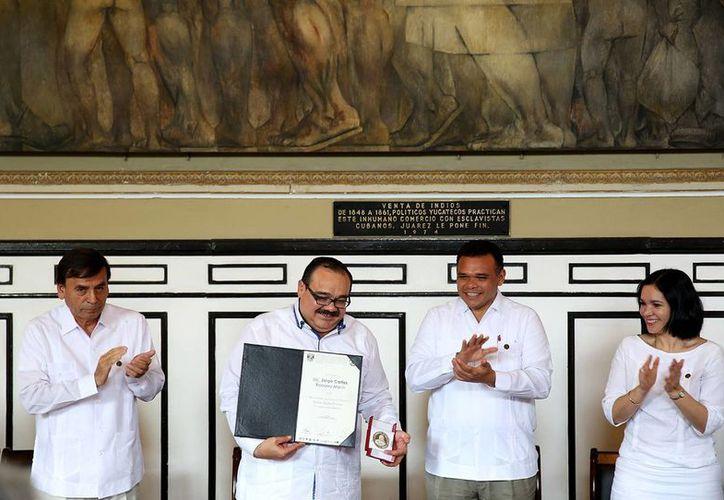 En la clausura del XVI Congreso Nacional de Derecho Agrario en México y II Internacional se entregó un reconocimiento al titular de la Sedatu, Jorge Carlos Ramírez Marín. (SIPSE)