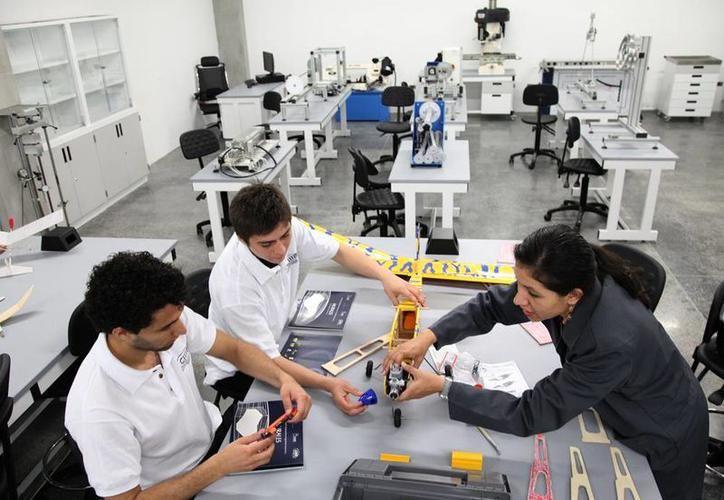 Por lo menos unas 20 empresas yucatecas esperan la puesta en marcha de manera oficial de la Zona Económica Especial (ZEE) de Progreso para empezar con sus proyectos de desarrollo de tecnología.