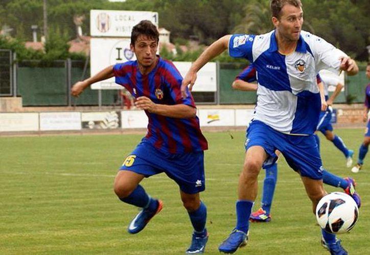 Zurdo Rodríguez (d) acumula cuatro goles en 998 minutos, y es uno de los máximos romperredes de su escuadra. (cesabadell.cat)