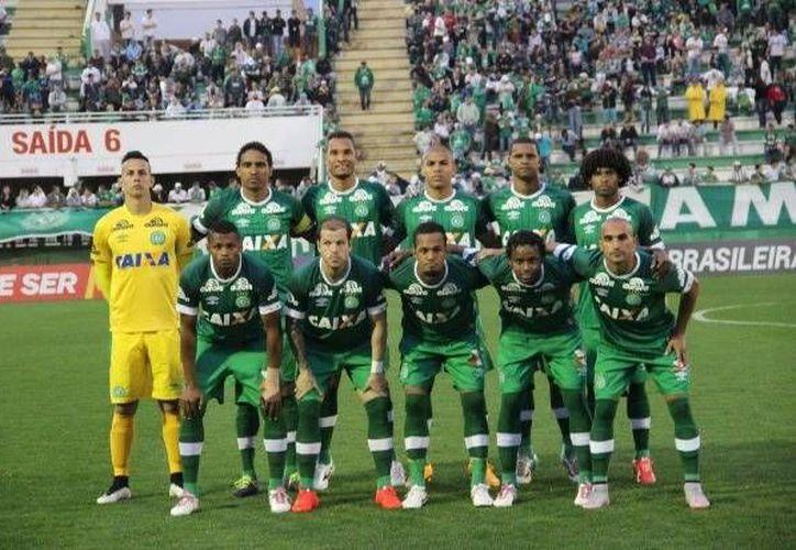 Chapecoense llegó a la Final de la Copa Sudamerica tras eliminar al San Lorenzo de Argentina, en un apretado duelo que terminó por definirse con gol de visitante.(EFE)