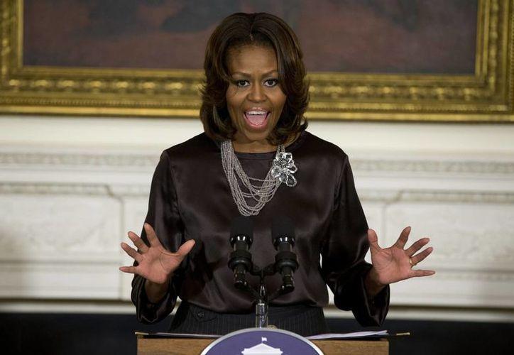 La Primera Dama celebrará su 50 aniversario con una fiesta en la Casa Blanca, para la cual pidió a sus invitados cenar en casa y llevar calzado cómodo. (Agencias)