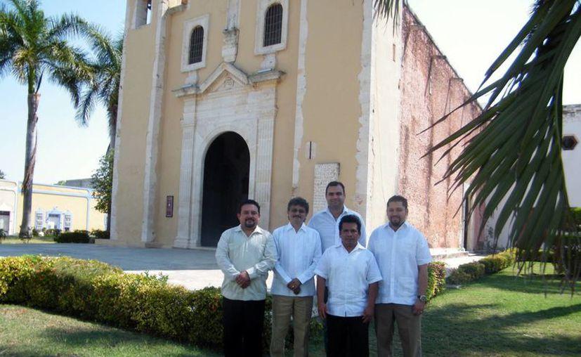 Integrantes de la Fundación del barrio de Santa Ana, en Mérida. (Jaime Tetzpa/SIPSE)