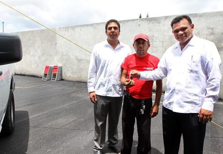 Ayer, Rolado Zapata entregó modernas unidades policíacas para mejorar la vigilancia en Progreso, adquiridas con recursos del Subsemun. (Cortesía)
