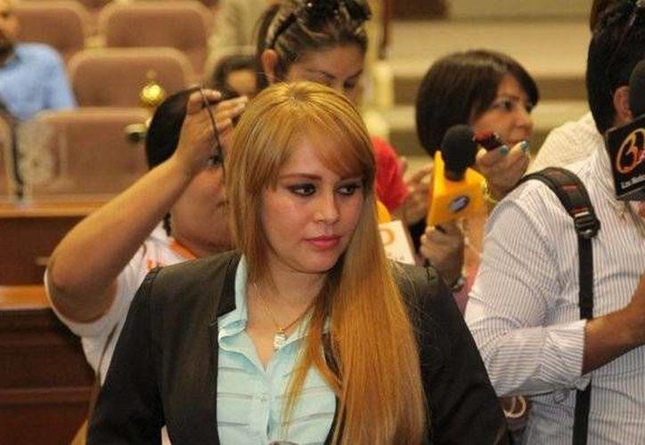 Lucero Sánchez es acusa de haber utilizado documentos falsos para ingresar al penal El Altiplano a reunirse con Joaquín 'El Chapo' Guzmán, en abril de 2014. (twitter.com/HeraldoSinaloa)