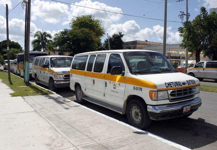 Los prestadores de servicio de transporte adheridos a la Untrac mantuvieron el mismo costo de pasaje durante todo el 2012, aunado al cíclico incremento al precio del combustible, refacciones y reparaciones. (Francisco Sansores/SIPSE)