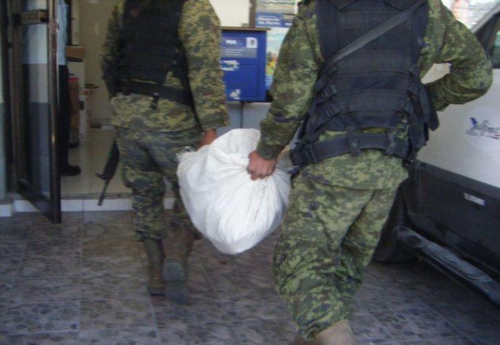 La droga asegurada fue trasladada hasta las instalaciones de la  PGR en Cozumel (Marco Do Castella/SIPSE)