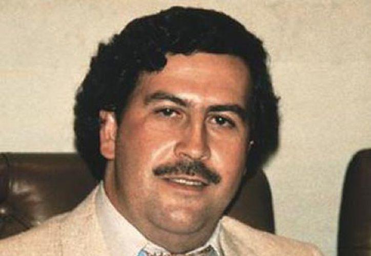 La trama transcurre durante los años en que Escobar hacía sus primeras apariciones políticas. (Contexto)